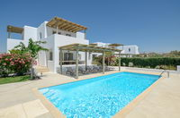 Grand Villa with 5 bedrooms, hot tub and sea view